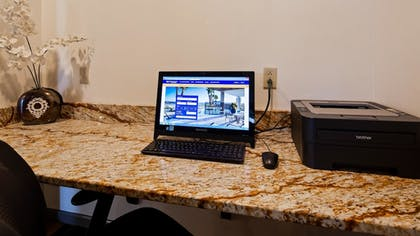 Business Center | Best Western Knoxville Suites - Downtown
