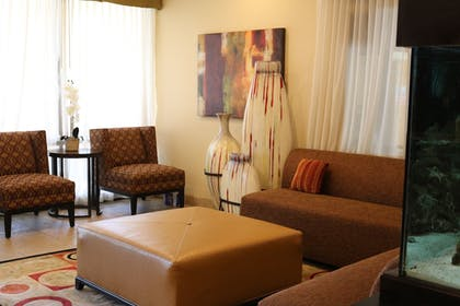 Lobby Sitting Area | Best Western Knoxville Suites - Downtown