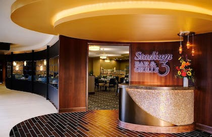 Restaurant | DoubleTree by Hilton Hotel Cleveland Downtown - Lakeside