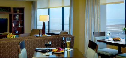Executive Lounge | DoubleTree by Hilton Hotel Cleveland Downtown - Lakeside