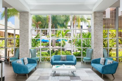 Lobby Sitting Area | Sawgrass Grand Hotel and Suites Sports Complex