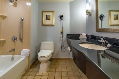Guestroom | Sawgrass Grand Hotel and Suites Sports Complex