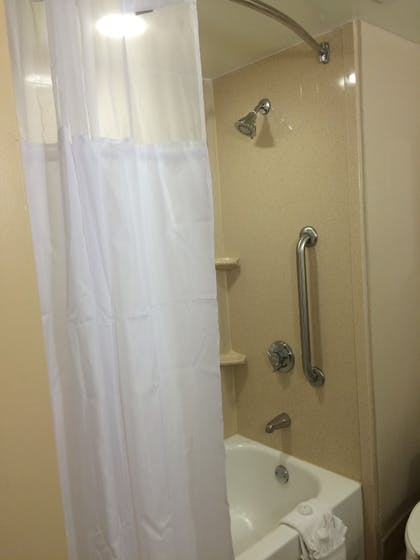 Bathroom | Sawgrass Grand Hotel and Suites Sports Complex