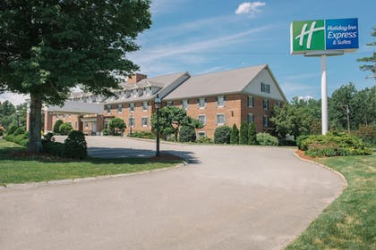 Exterior | Holiday Inn Express & Suites Merrimack