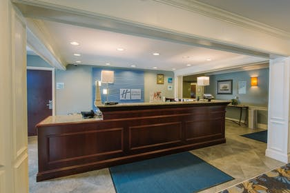 Lobby | Holiday Inn Express & Suites Merrimack