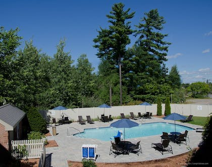 Outdoor Pool | Holiday Inn Express & Suites Merrimack