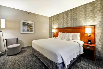 Guestroom | Courtyard Dallas Medical/Market Center