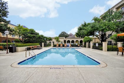 Outdoor Pool | Courtyard Dallas Medical/Market Center