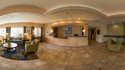 Lobby | Holiday Inn Express Portland East - Troutdale