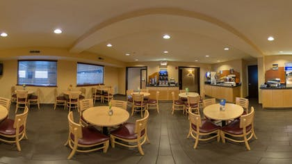 Breakfast Area | Holiday Inn Express Portland East - Troutdale