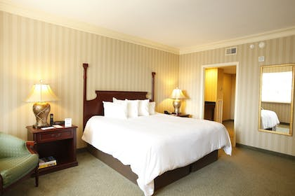 | 1 King Bed, 1 Bedroom, Executive Suite, East Tower, Non-Smoking | Galt House Hotel Trademark Collection by Wyndham