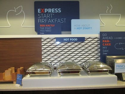 Breakfast buffet | Holiday Inn Express Cloverdale - Greencastle
