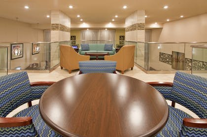 Hotel Lounge | Holiday Inn Express Hotel & Suites Branson 76 Central