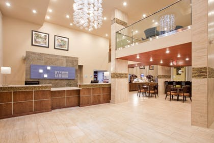 Lobby | Holiday Inn Express Hotel & Suites Branson 76 Central