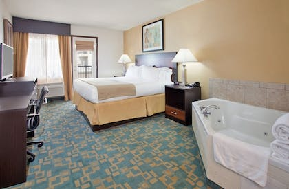 Guestroom | Holiday Inn Express Hotel & Suites Branson 76 Central