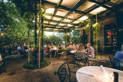 Outdoor Dining   O.Henry Hotel