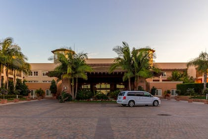Hotel Front | Grand Pacific Palisades Resort & Hotel