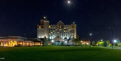 Hotel Front - Evening/Night | Grandover Resort Golf and Spa