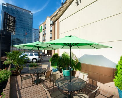 Terrace/Patio | Holiday Inn & Suites Chicago - Downtown