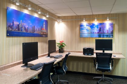 Business Center | Holiday Inn & Suites Chicago - Downtown