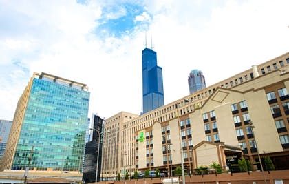 Exterior | Holiday Inn & Suites Chicago - Downtown