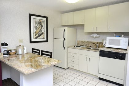 In-Room Kitchen | Quality Suites Lake Buena Vista