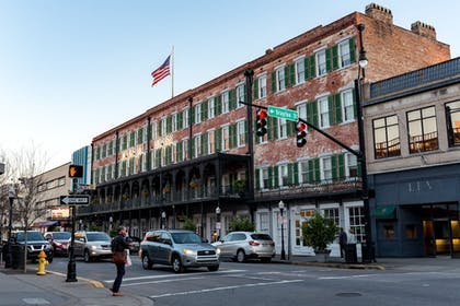 Street View | The Marshall House,Historic Inns of Savannah Collection