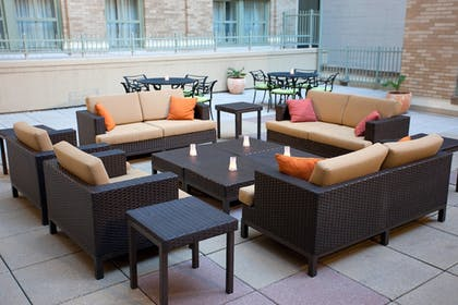 Outdoor Dining | Courtyard by Marriott Fort Worth Downtown/Blackstone