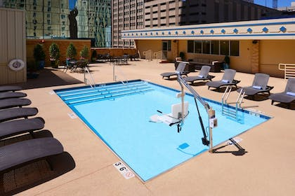 Pool | Courtyard by Marriott Fort Worth Downtown/Blackstone
