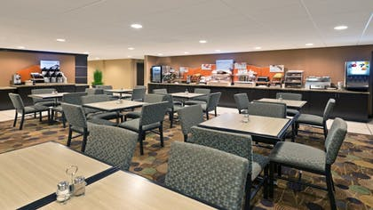 Restaurant | Holiday Inn Express Hotel & Suites Colby