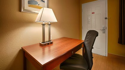 Guestroom | Best Western Willits Inn