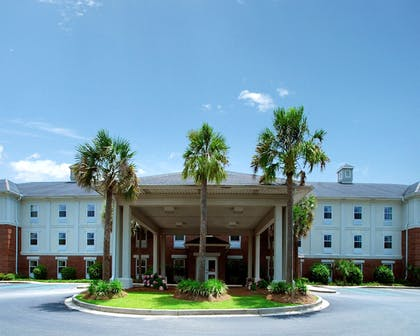 Hotel Front | Quality Inn - Suites Patriots