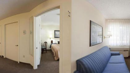 Living Room | Candlewood Suites Dallas-By The Galleria