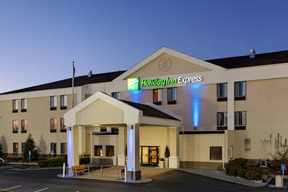 Featured Image | Holiday Inn Express Metropolis
