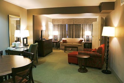 Living Room | Holiday Inn Express Hotel & Suites Bozeman West