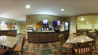 Buffet | Holiday Inn Express Hotel & Suites Raton