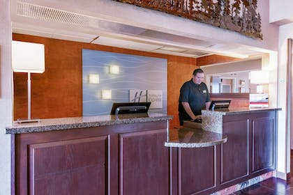 Interior | Holiday Inn Express Hotel & Suites Raton