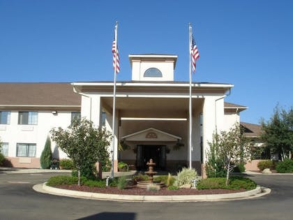 Featured Image | Holiday Inn Express Hotel & Suites Raton