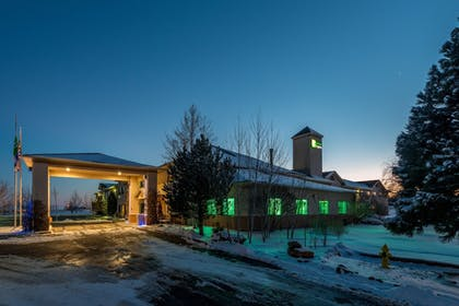 Exterior | Holiday Inn Express Hotel & Suites Raton