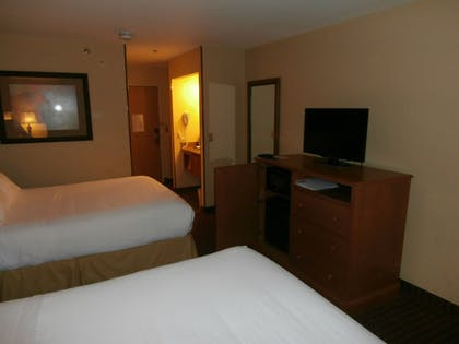 Room | Holiday Inn Express Hotel & Suites Raton