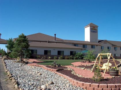 Terrace/Patio | Holiday Inn Express Hotel & Suites Raton