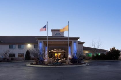 Hotel Entrance | Holiday Inn Express Hotel & Suites Raton