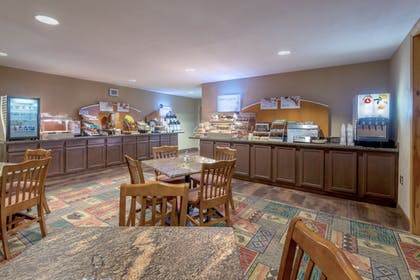 Restaurant | Holiday Inn Express Hotel & Suites Raton