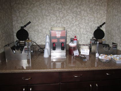 Breakfast Area | Best Western Plus The Inn & Suites At The Falls