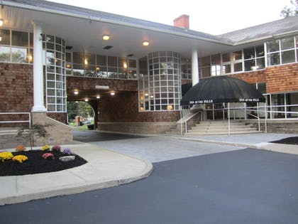 Hotel Front | Best Western Plus The Inn & Suites At The Falls