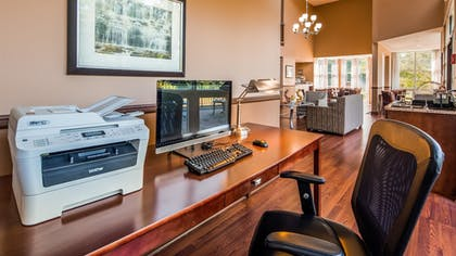 Business Center | Best Western Plus The Inn & Suites At The Falls