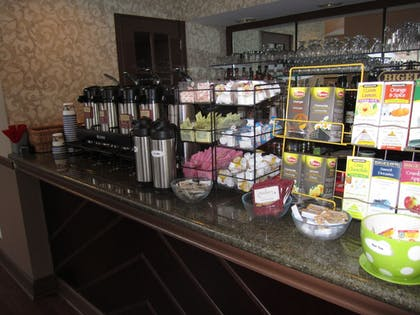 Breakfast buffet | Best Western Plus The Inn & Suites At The Falls
