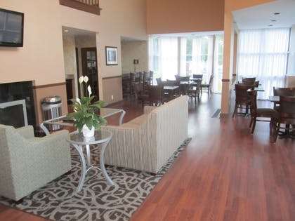 Lobby Sitting Area | Best Western Plus The Inn & Suites At The Falls