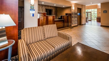 Lobby | Best Western Plus The Inn & Suites At The Falls