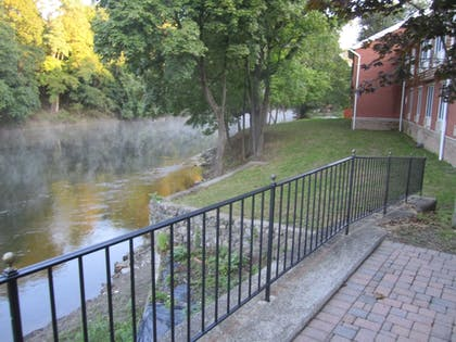 Property Grounds | Best Western Plus The Inn & Suites At The Falls